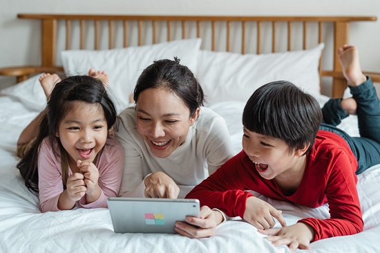 The right age to let kids use social media (3)
