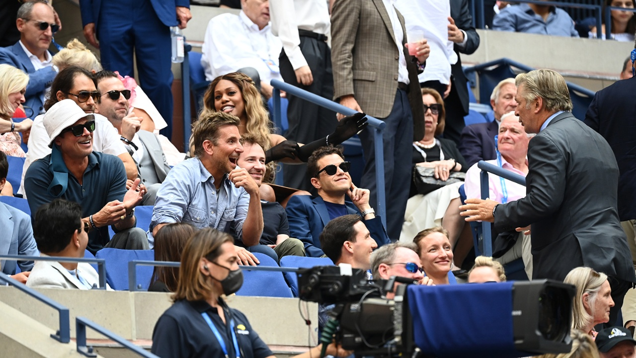 رامي مالك وبراد بيت وبرادلي كوبر في بطولة التنس المفتوحة