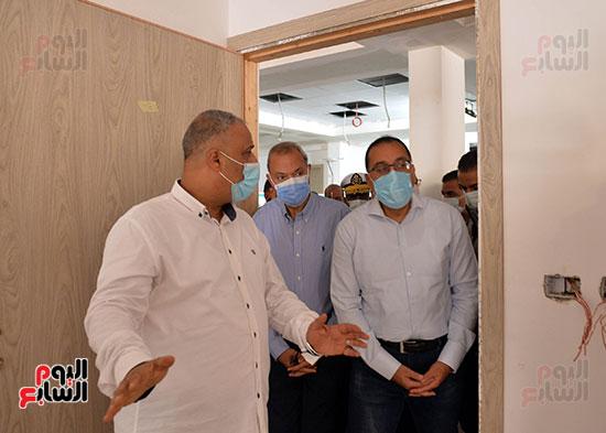 الدكتور مصطفى مدبولى رئيس الوزراء يتفقد قرى مركز شيبين القناطر (21)