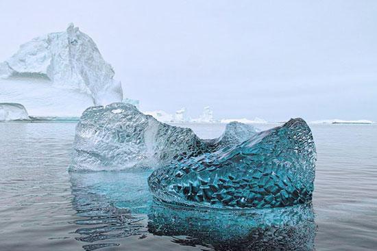 قطعة من الجليد الجليدي عمرها 10000 عام
