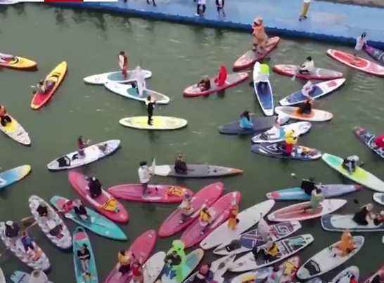 القوارب الملونة