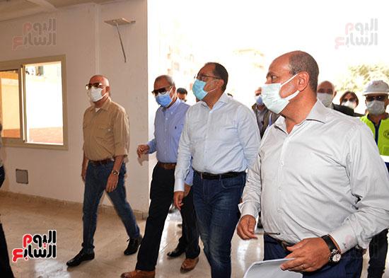 الدكتور مصطفى مدبولى رئيس الوزراء يتفقد قرى مركز شيبين القناطر (17)