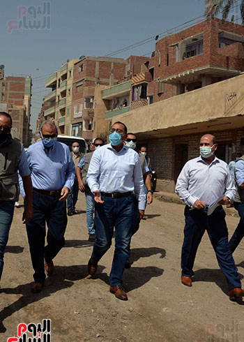 الدكتور مصطفى مدبولى رئيس الوزراء يتفقد قرى مركز شيبين القناطر (12)