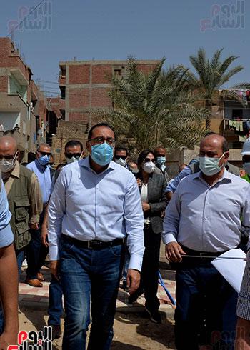 الدكتور مصطفى مدبولى رئيس الوزراء يتفقد قرى مركز شيبين القناطر (14)