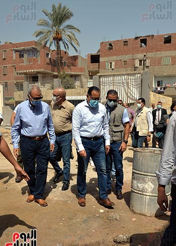 الدكتور مصطفى مدبولى رئيس الوزراء يتفقد قرى مركز شيبين القناطر (15)