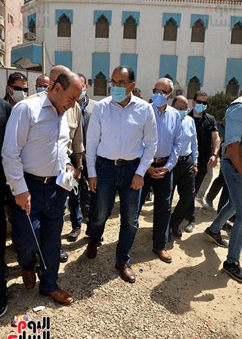 الدكتور مصطفى مدبولى رئيس الوزراء يتفقد قرى مركز شيبين القناطر (5)