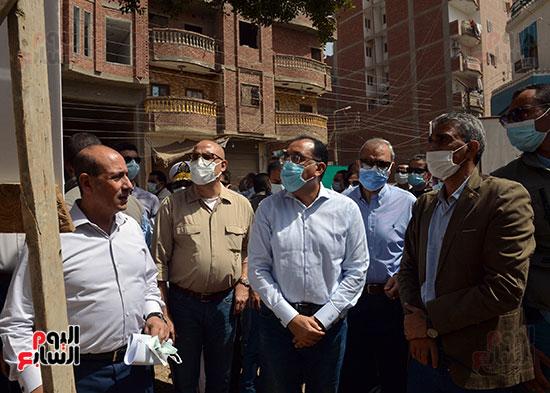 الدكتور مصطفى مدبولى رئيس الوزراء يتفقد قرى مركز شيبين القناطر (2)