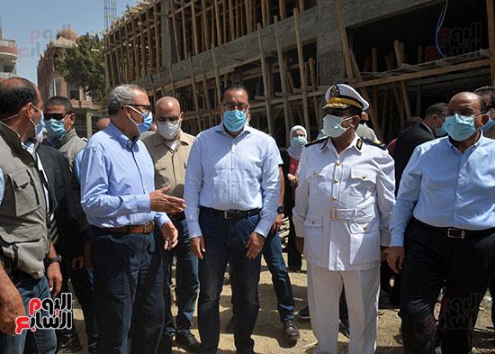 الدكتور مصطفى مدبولى رئيس الوزراء يتفقد قرى مركز شيبين القناطر (7)