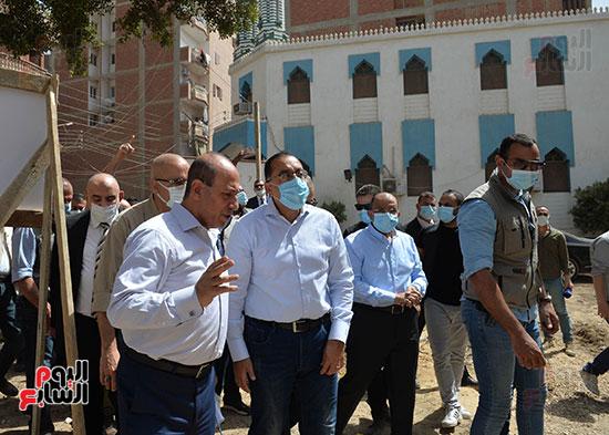 الدكتور مصطفى مدبولى رئيس الوزراء يتفقد قرى مركز شيبين القناطر (4)