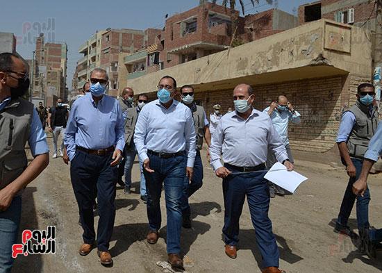 الدكتور مصطفى مدبولى رئيس الوزراء يتفقد قرى مركز شيبين القناطر (13)