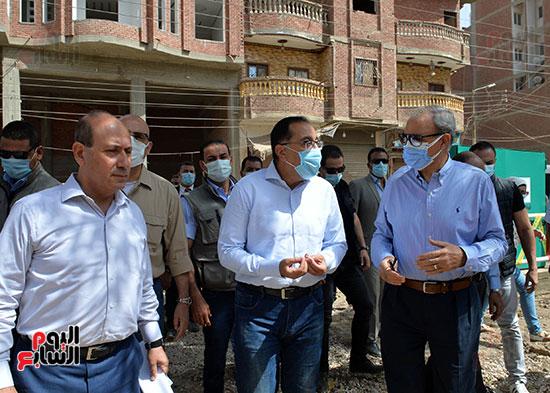 الدكتور مصطفى مدبولى رئيس الوزراء يتفقد قرى مركز شيبين القناطر (24)
