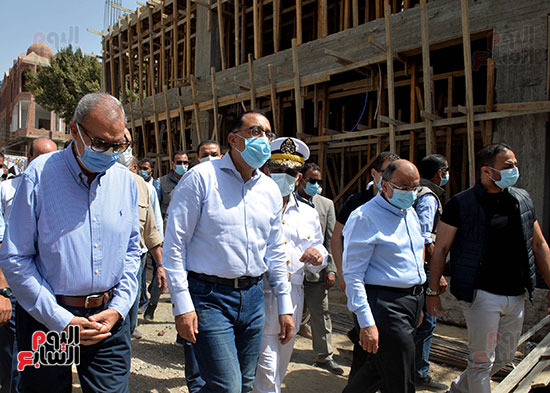 الدكتور مصطفى مدبولى رئيس الوزراء يتفقد قرى مركز شيبين القناطر (6)