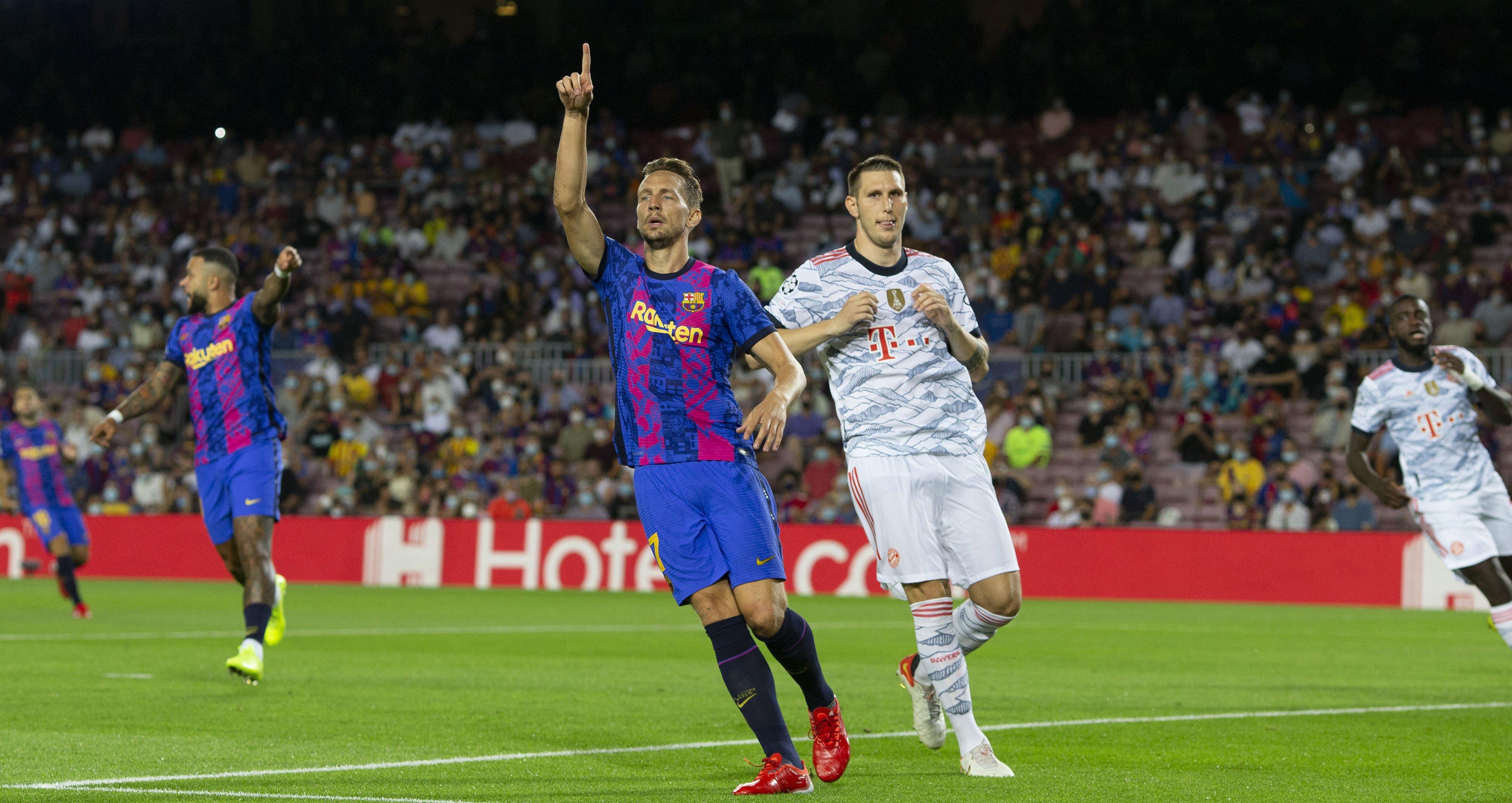 لوك دى يونج فى ظهوره الأول مع برشلونة