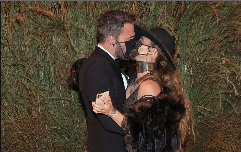 Jennifer Lopez kisses Ben Affleck with a mask