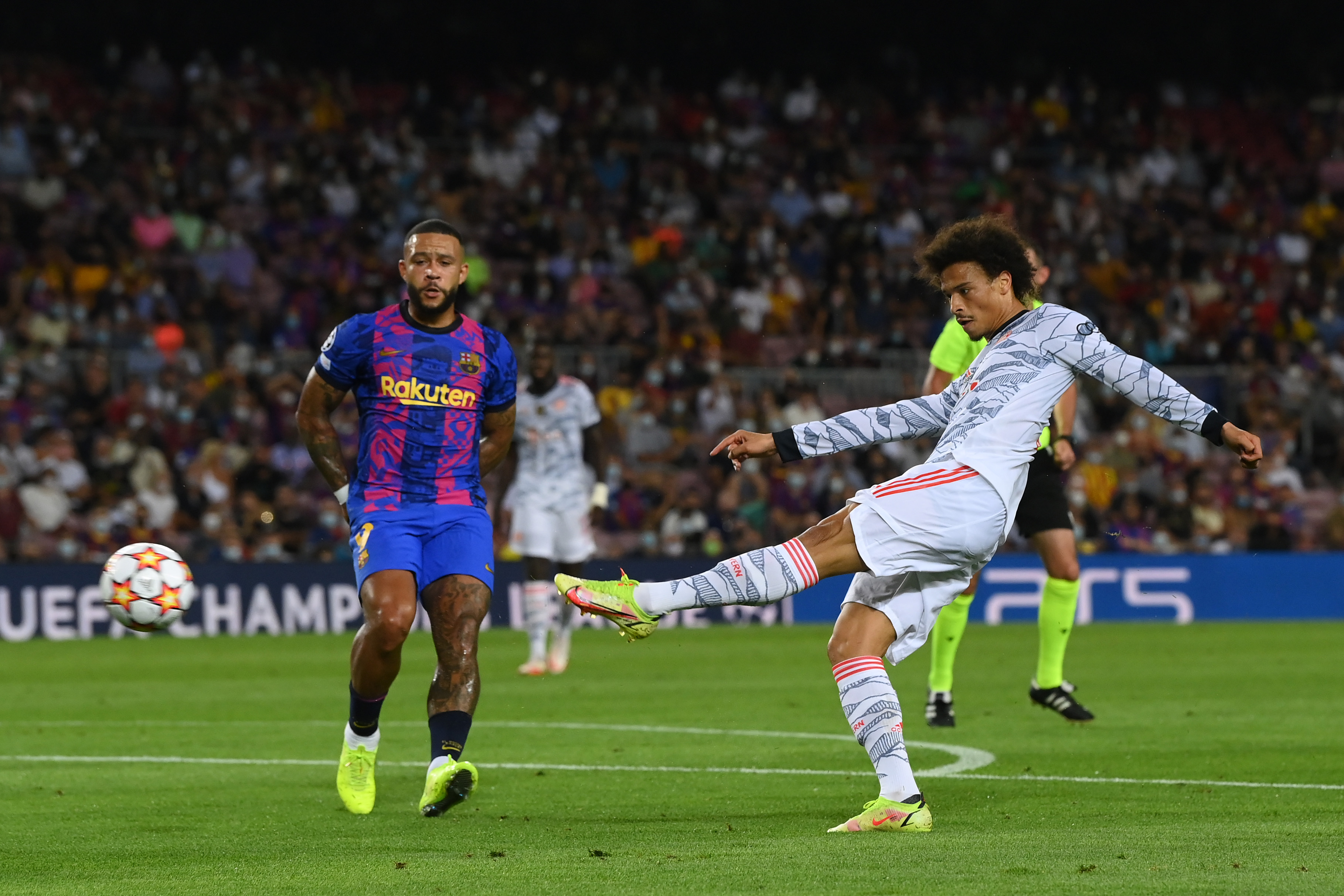 ليروى سانى يهدد مرمى برشلونة
