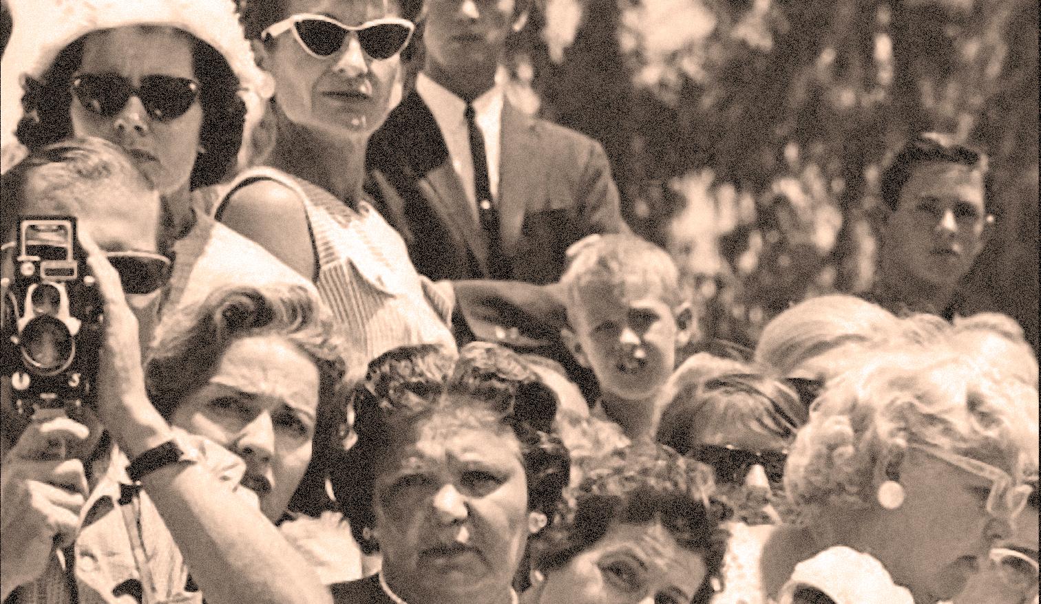 Marilyn-Monroe-funeral-8-resize