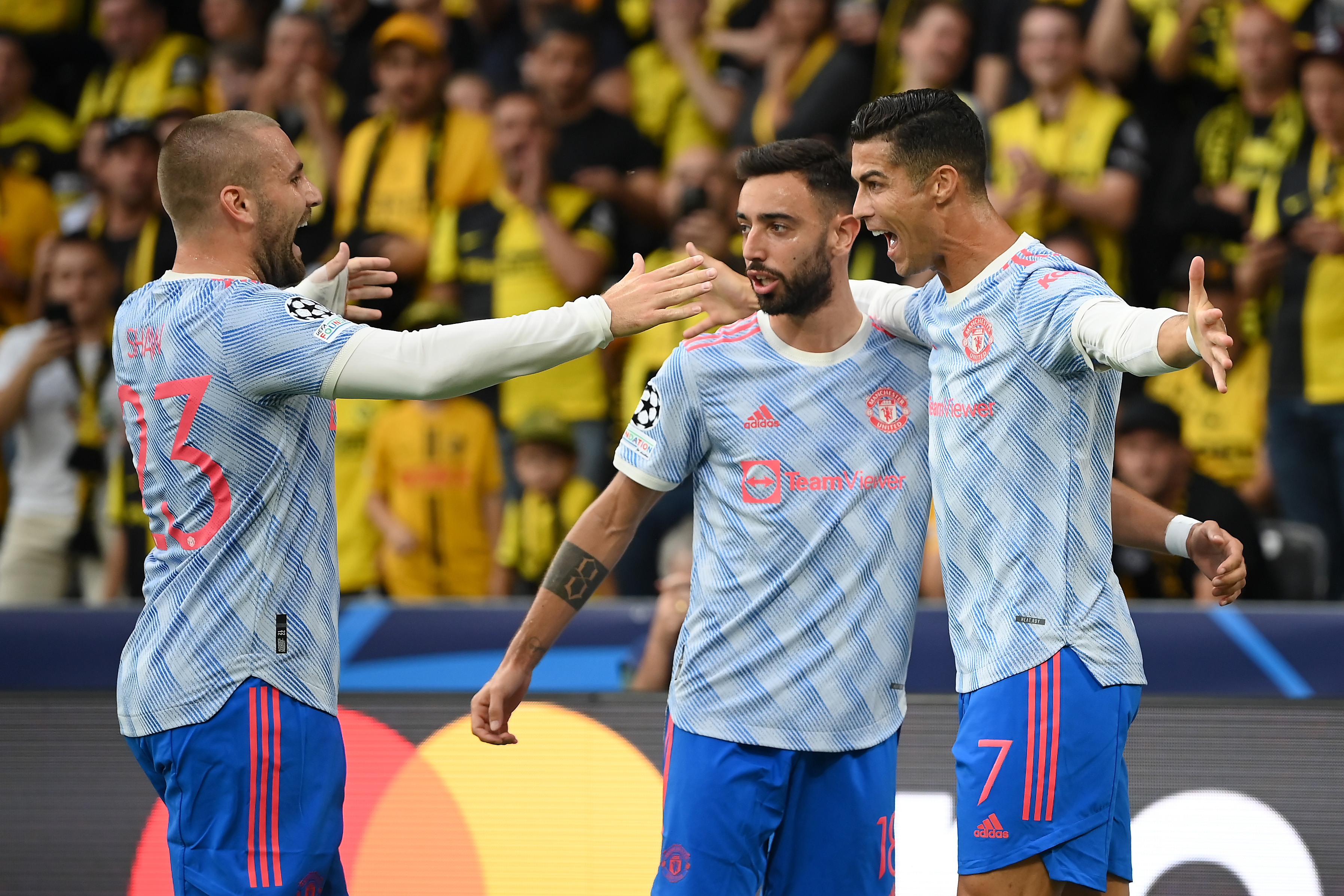 Ronaldo celebrates with Manchester United players