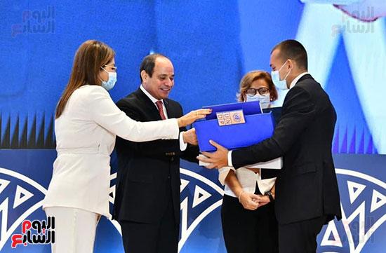 الرئيس السيسى يتسلم تقرير التنمية البشرية