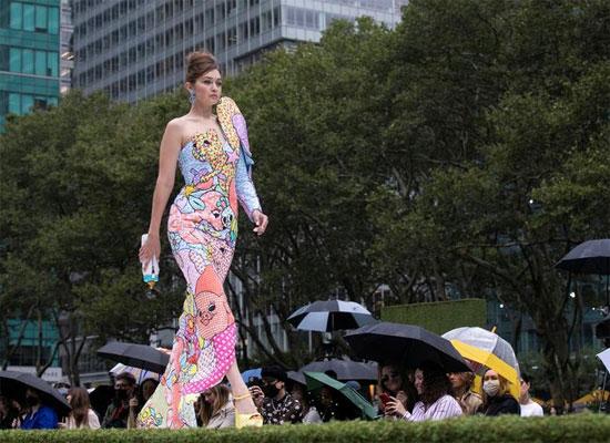 عارضة الأزياء جيجي حديد