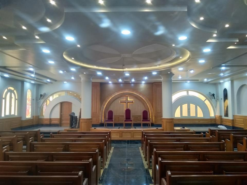 الكنيسة من الداخل