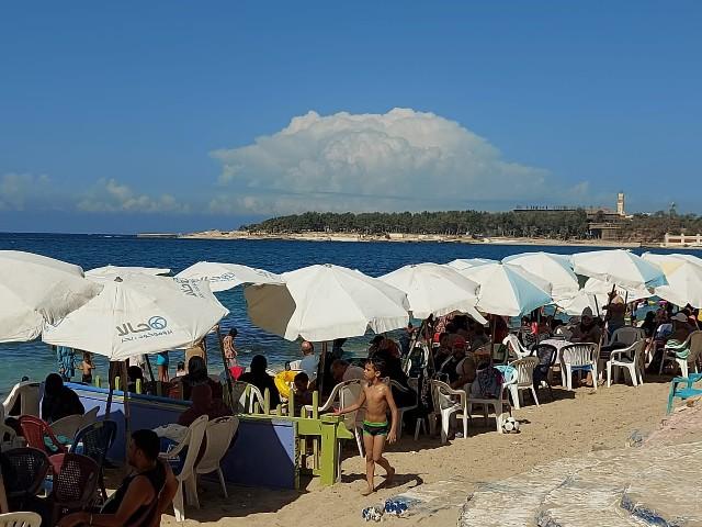 الإقبال على احد الشواطئ