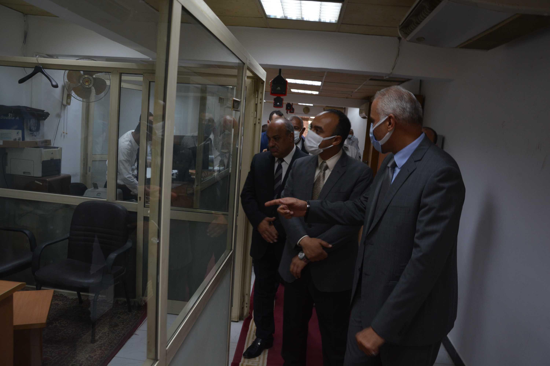 نائب المحافظ يتابع سير العمل بمقر جهاز تنمية المشروعات (3)