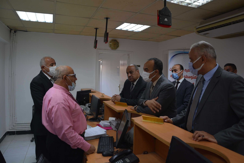 نائب المحافظ يتابع سير العمل بمقر جهاز تنمية المشروعات (1)