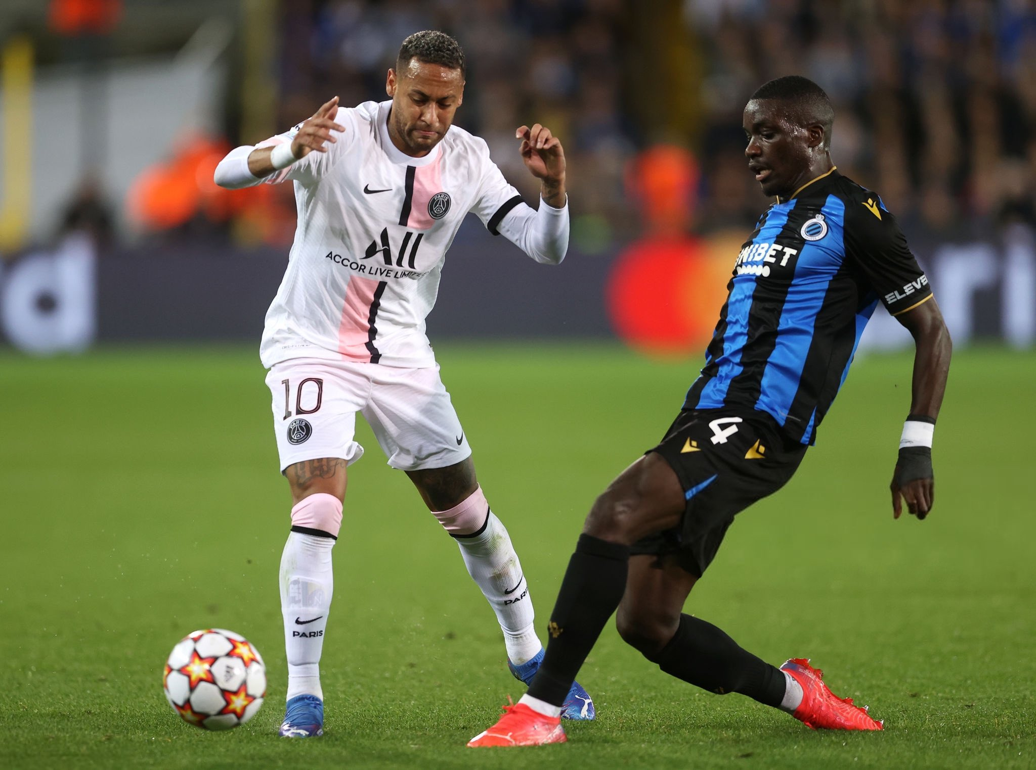 Neymar in a fight for the ball