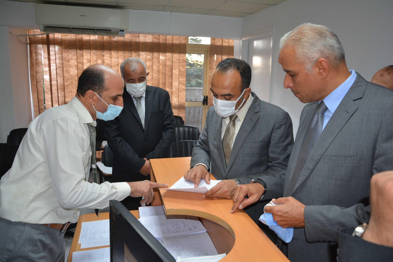 نائب المحافظ يتابع سير العمل بمقر جهاز تنمية المشروعات (5)