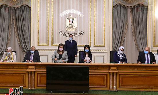 رئيس الوزراء يشهد توقيع الاتفاقية الوزارية لتنفيذ مشروع إدارة تلوث الهواء (1)