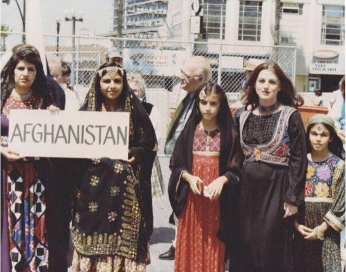 الافغانيات وملابسهن التقليدية