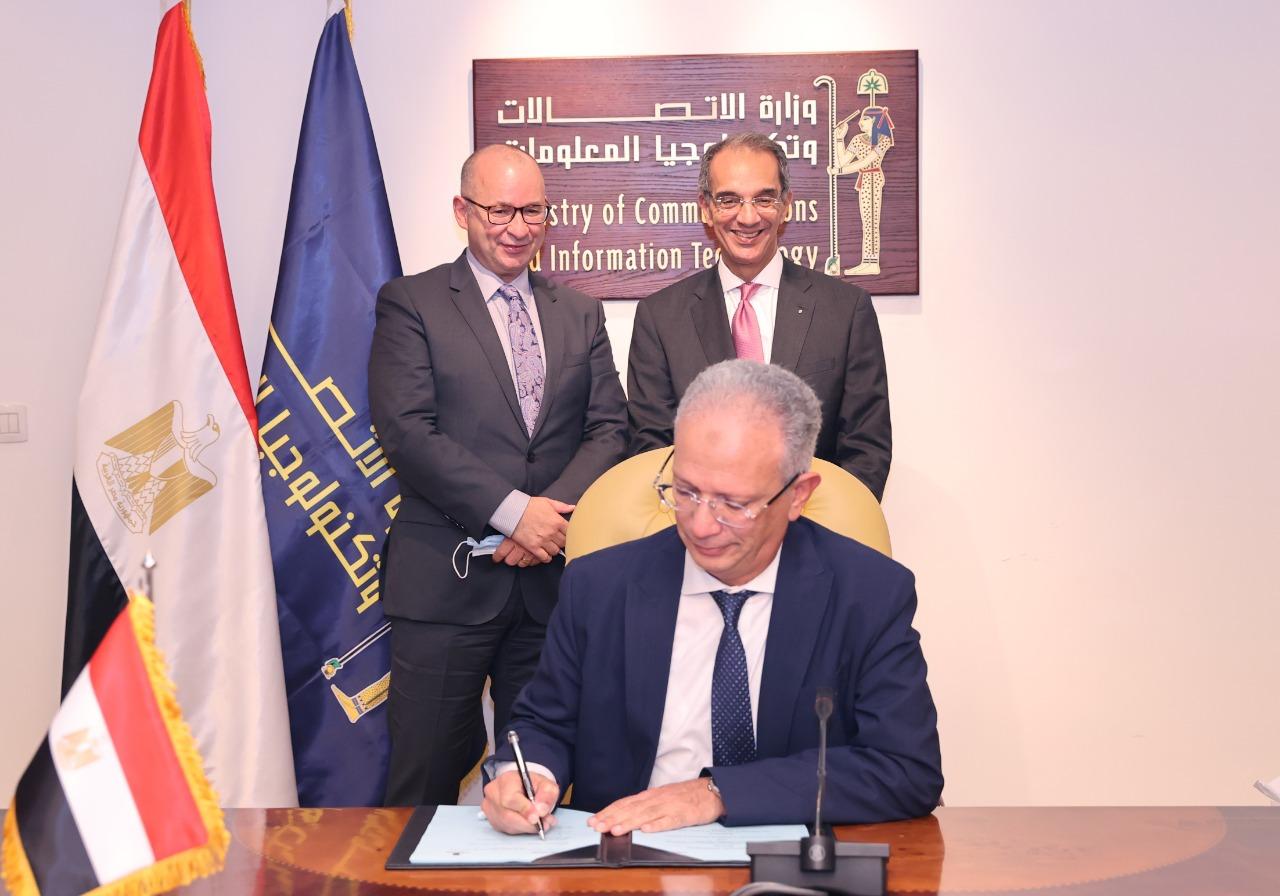 عمرو محفوظ يوقع اتفاقية شراكة مع أكبر جامعة في كندا