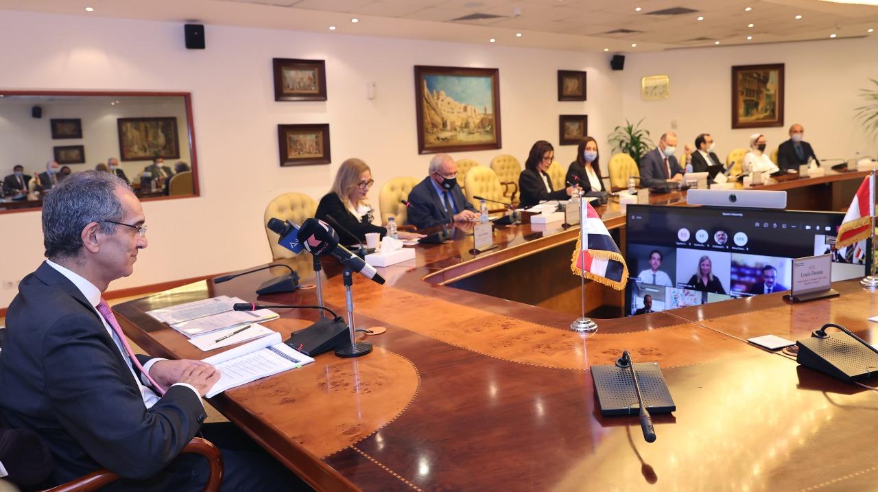 عمرو طلعت وزير الاتصالات مسئولون بوزارة الاتصالات مع ممثلين عن السفارة الكندية بمصر