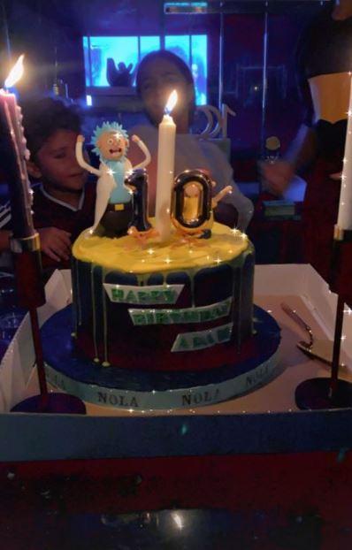 """بتورتة وشمعة 10 سنين.. عبد الله السعيد يحتفل بعيد ميلاد ابنه أدم """"صور"""""""