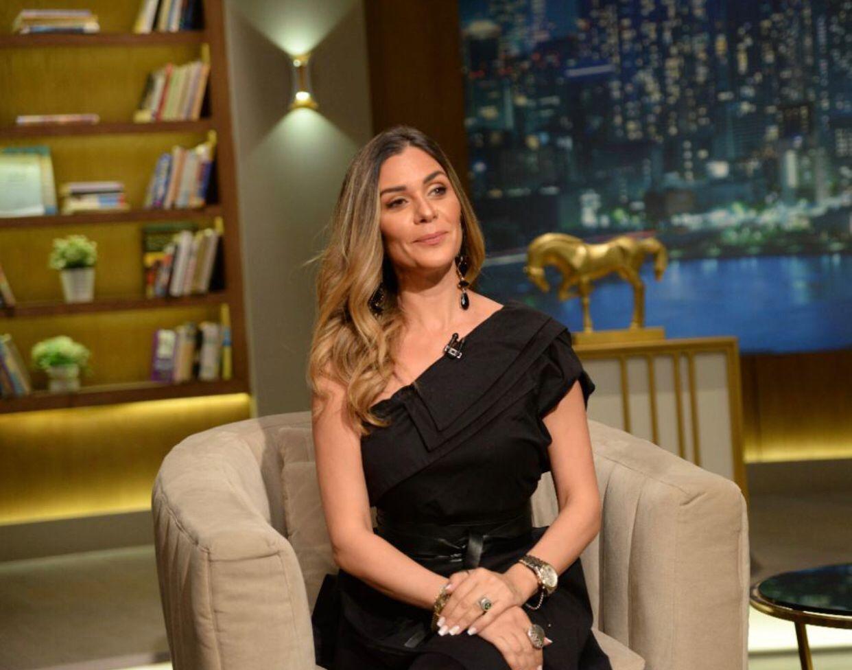 الفنانة نادين مع عمرو الليثى (1)