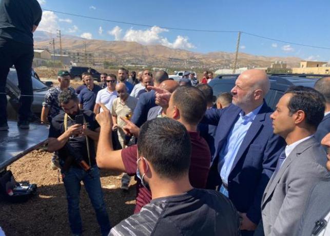 وزير الداخلية اللبناني يتفقد الشاحنة