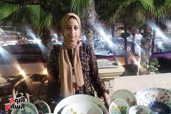 شاهد إنتاج ذوى الهمم بمعرض المنتجات اليدوية المقام فى الإسكندرية (3)
