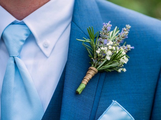 Paste flowers on the suit