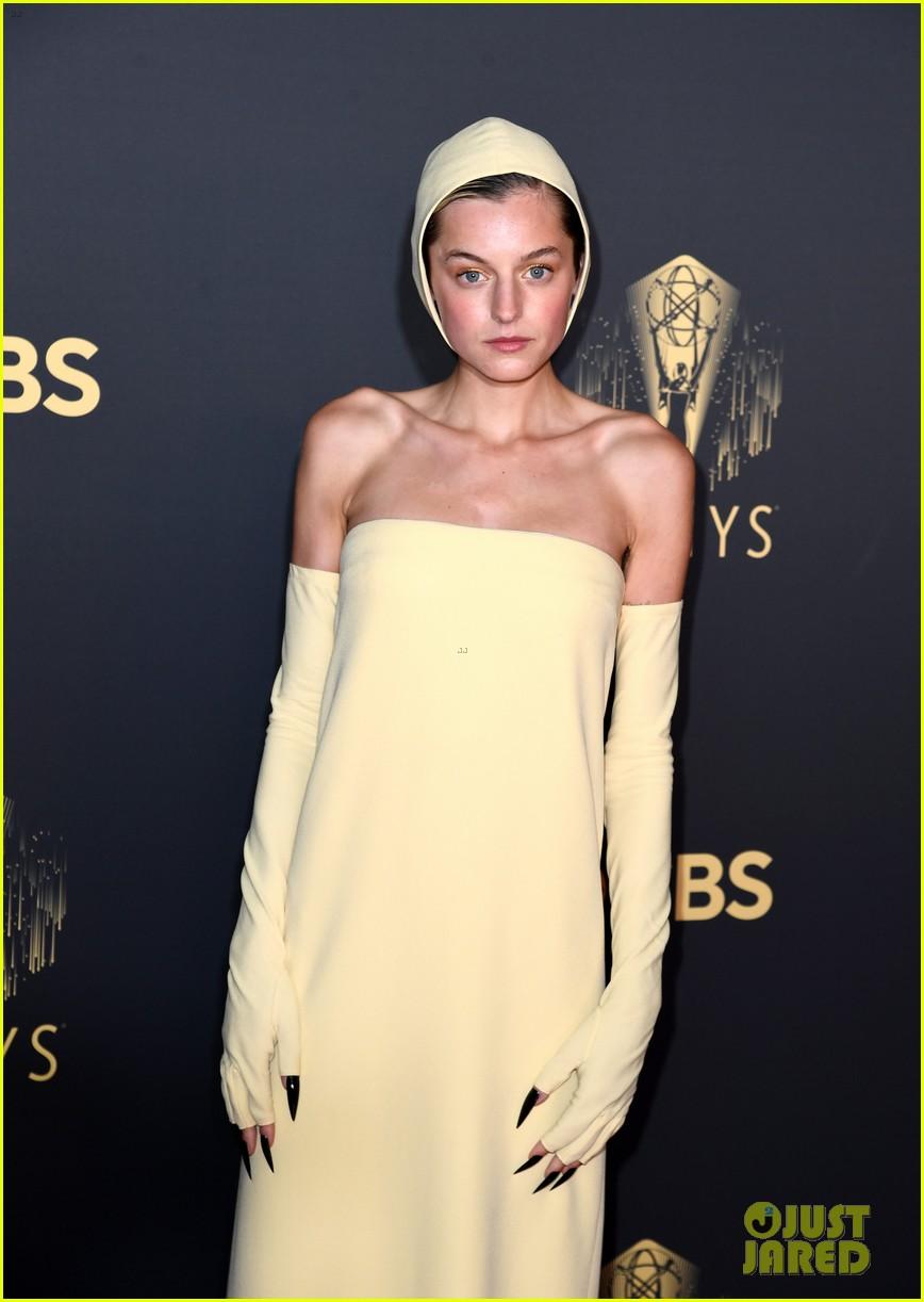 emma-corrin-wears-yellow-to-emmy-awards-07