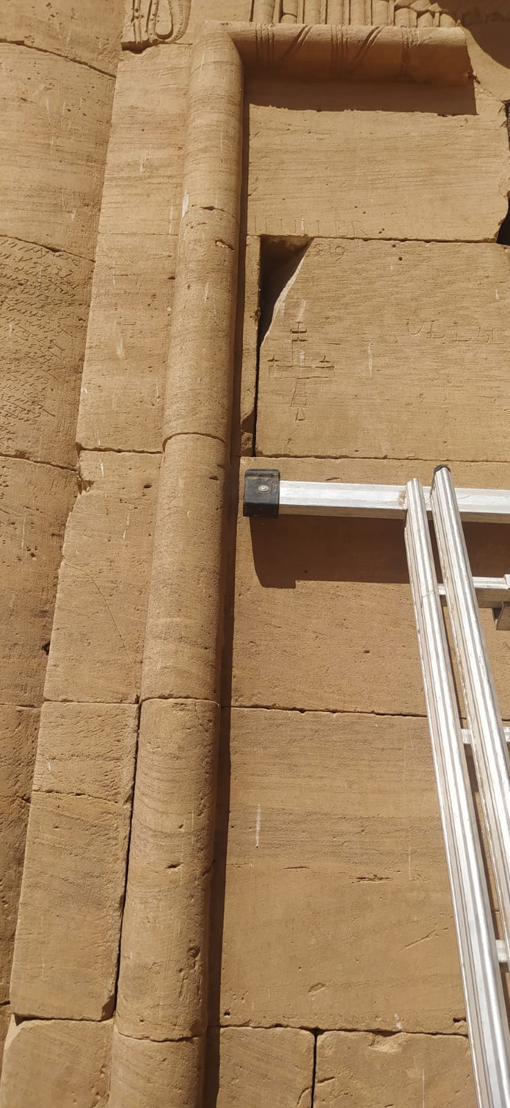 ترميم وصيانة المعابد قبل الموسم السياحى بأسوان (1)