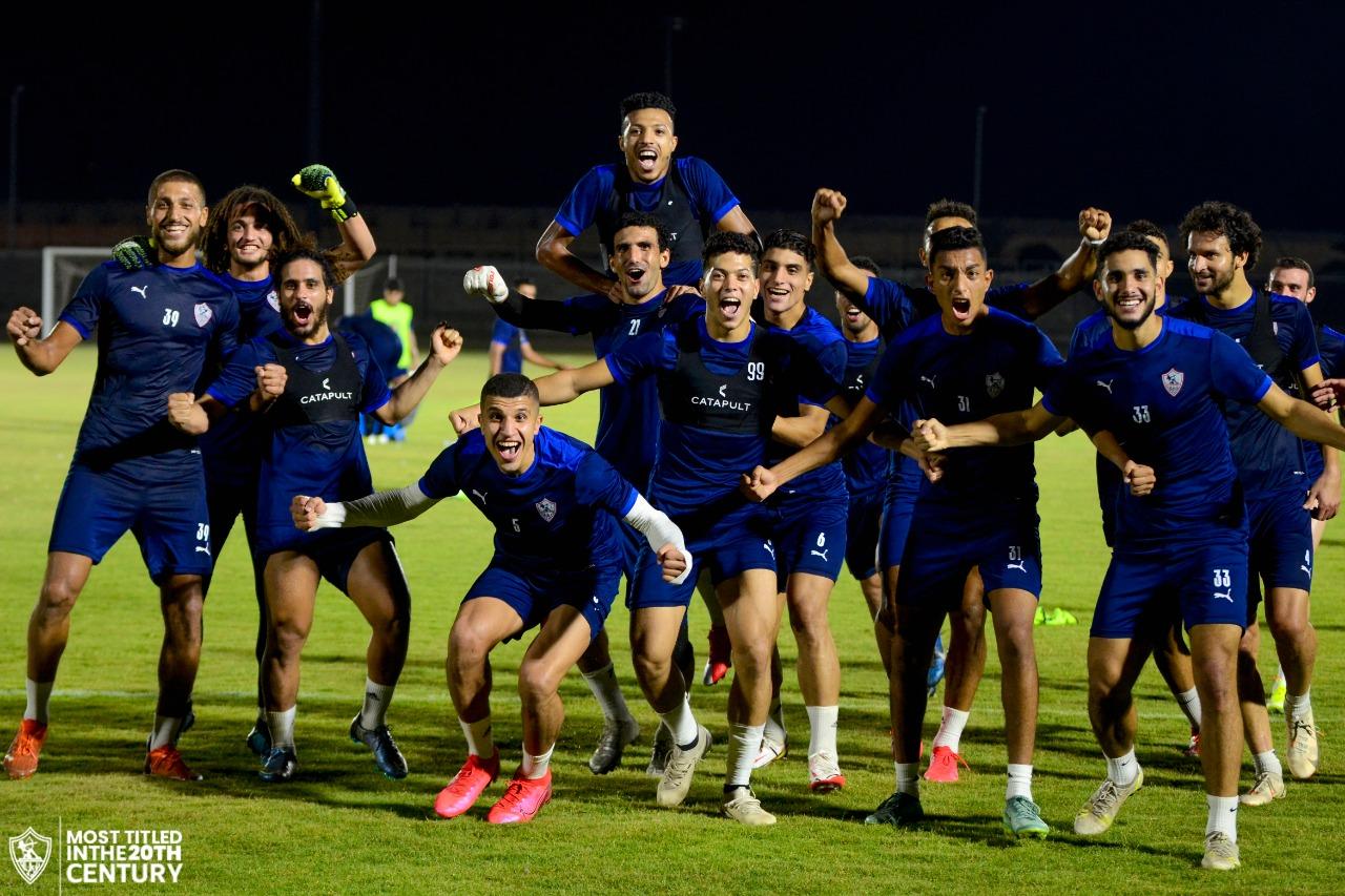 احتفالات الفريق الفائز في تدريب الزمالك