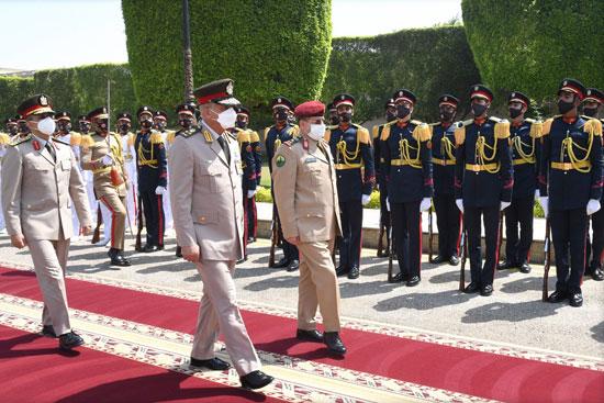 وزير الدفاع يلتقى نظيره اليمنى خلال زيارته الرسمية لمصر  (2)