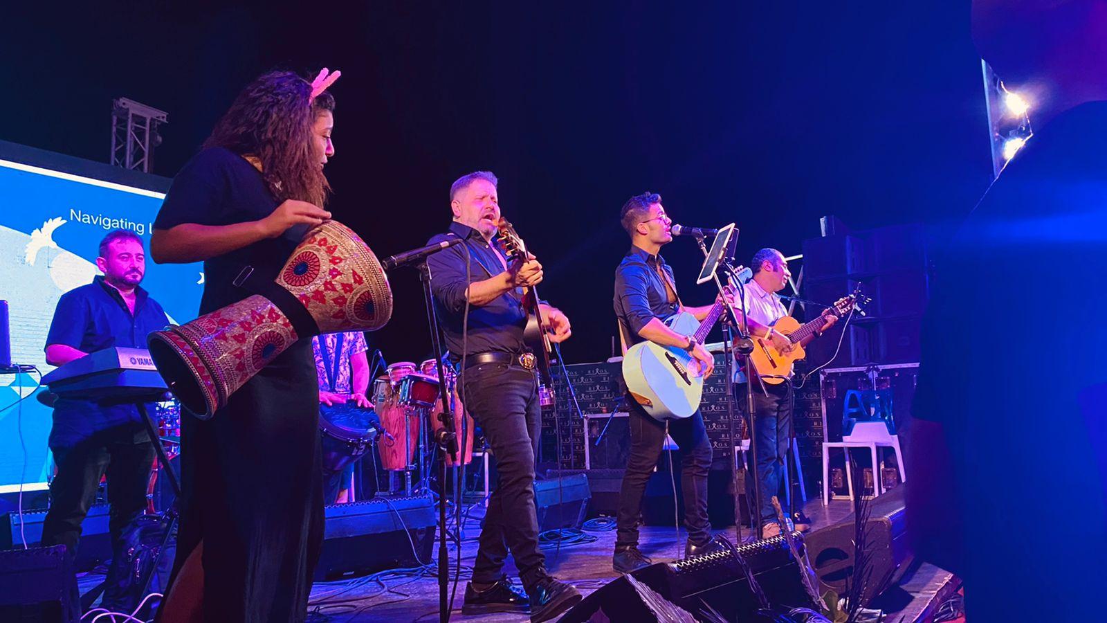 إدوارد وفريقه جيبسي يحيان حفل غنائي في شرم الشيخ (3)