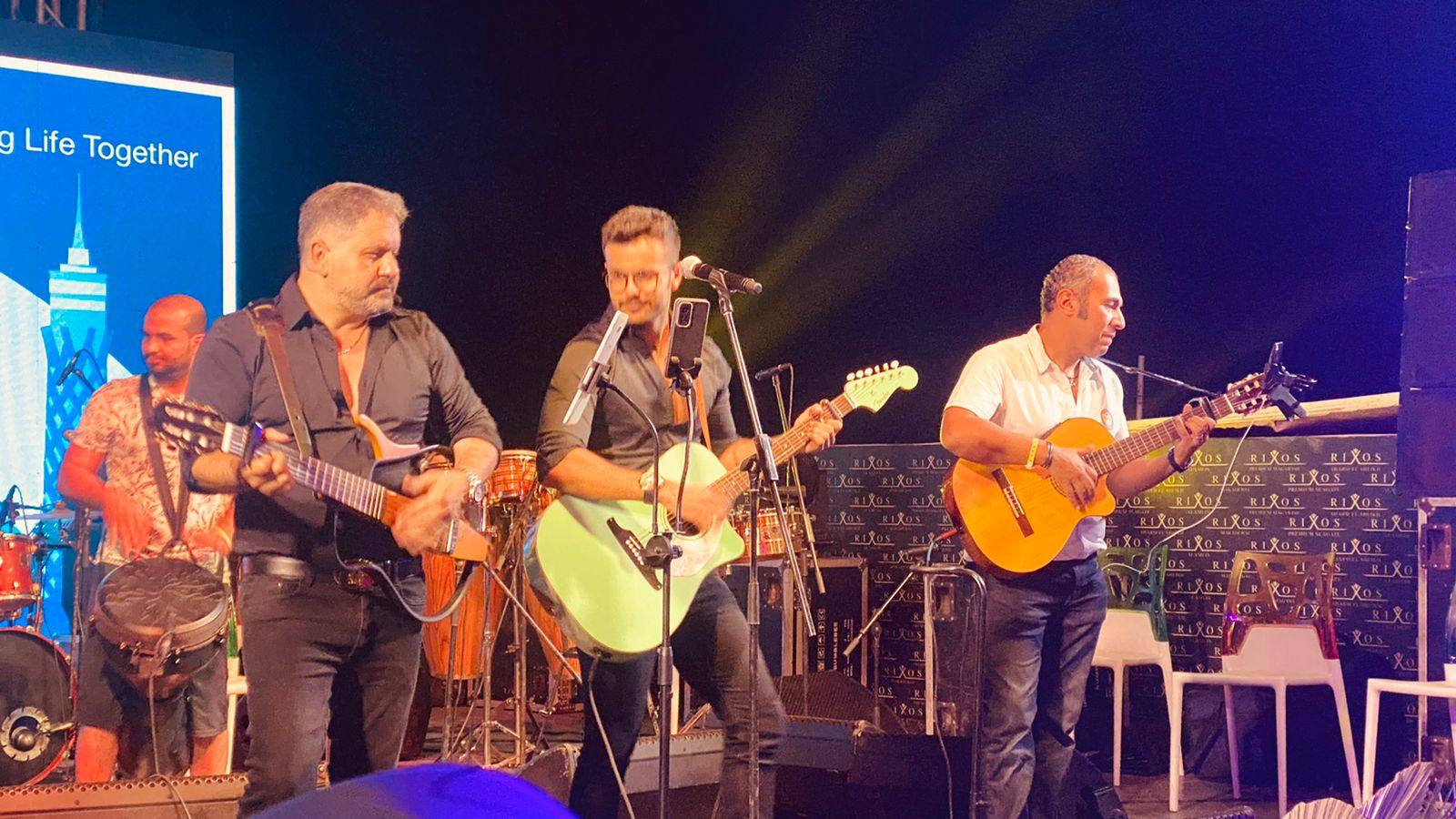 إدوارد وفريقه جيبسي يحيان حفل غنائي في شرم الشيخ (2)