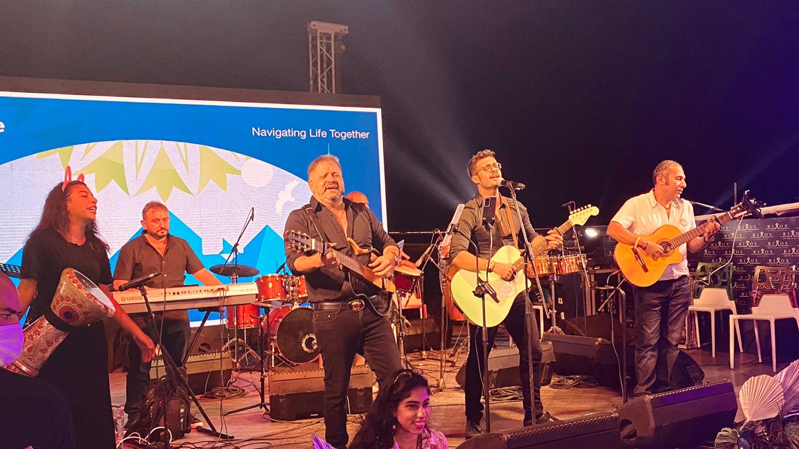 إدوارد وفريقه جيبسي يحيان حفل غنائي في شرم الشيخ (7)
