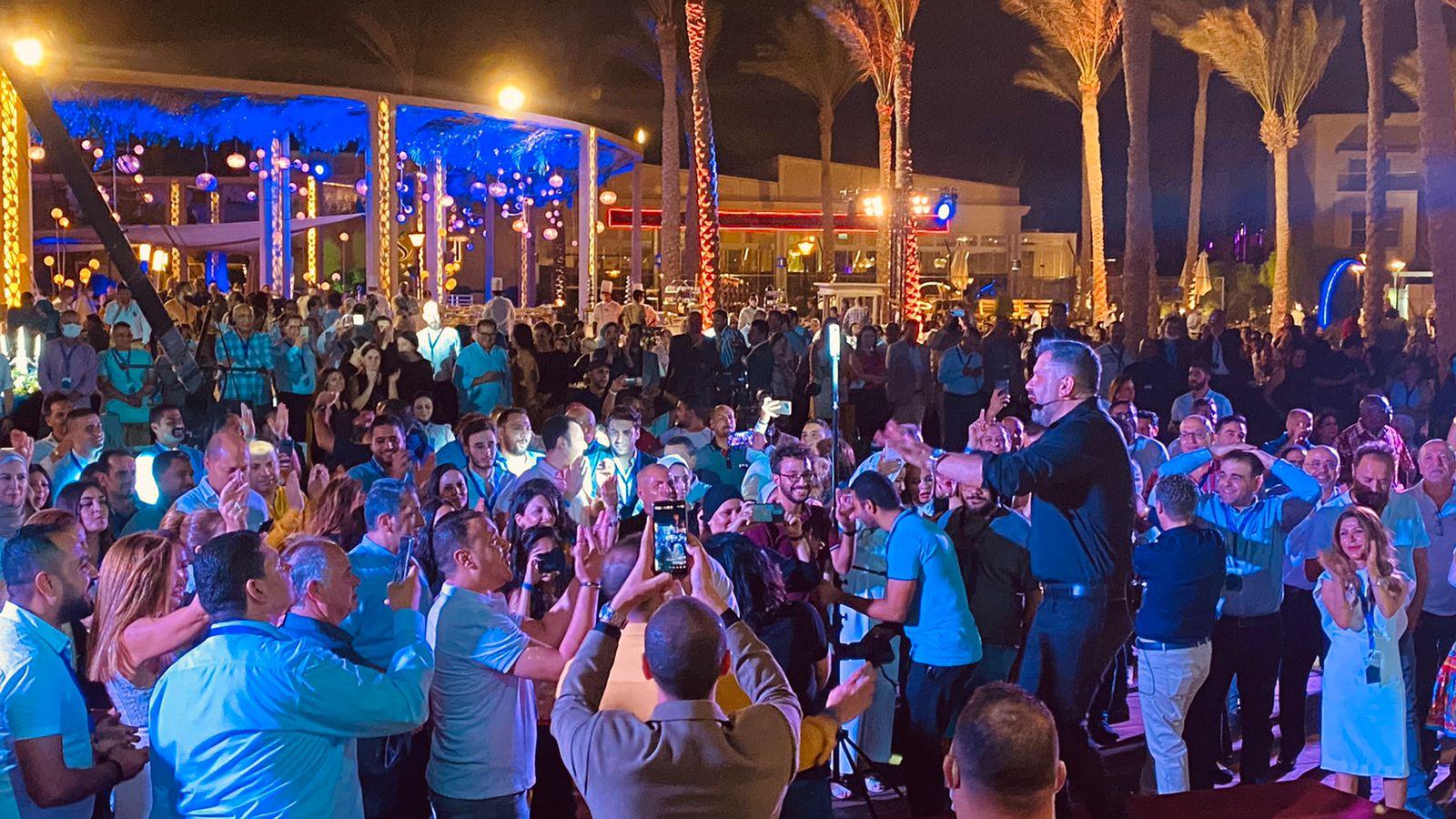 إدوارد وفريقه جيبسي يحيان حفل غنائي في شرم الشيخ (4)
