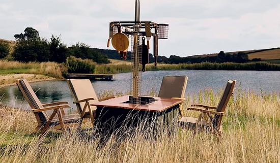 طاولة شواء وسط الطبيعة