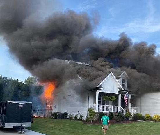 المنزل أثناء الحريق