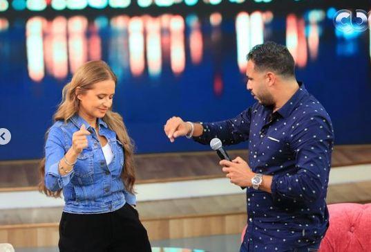نيللى كريم ترقص برفقة رامي عاشور
