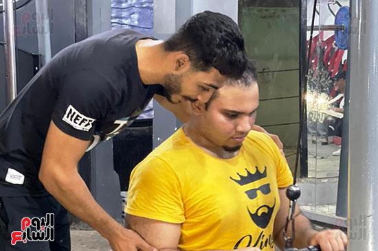 عبد الله عادل شاب من ذوى الهمم يمارس رياضة رفع الأثقال  (6)